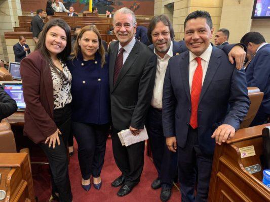 Cesar Lorduy y Eduardo Verano junto a otros congresistas