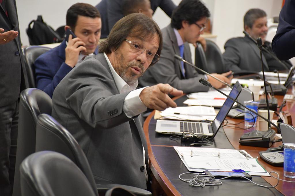 El debate entre Cesar Lorduy y el viceministro Londoño por la reforma constitucional 6