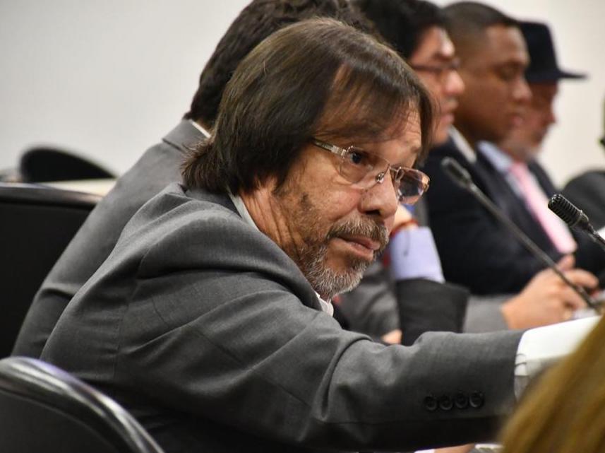'Las leyes ahora se construyen en salones sociales, no en el Congreso': Cesar Lorduy 3