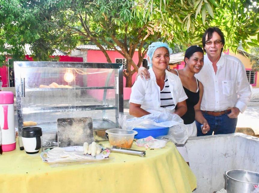 Más que ser objeto de sanción, los vendedores de empanadas son dignos de felicitación: Cesar Lorduy 3