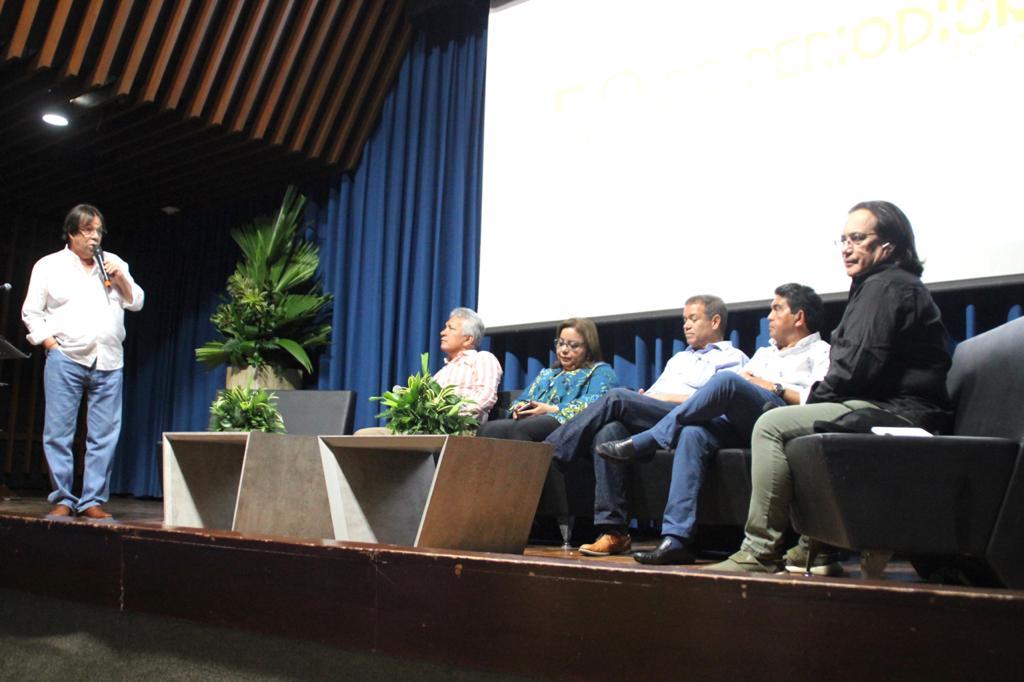 Lorduy modera conversatorio sobre retos del periodismo en el Caribe 2