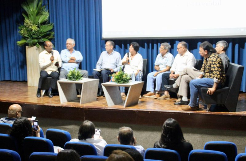 Lorduy modera conversatorio sobre   retos del periodismo en el Caribe 5